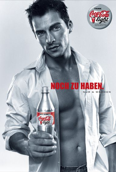 gSCHLICHT_Print_Plakat_CCL_CocaCola-Light_Silverbottle_Man_6_BIG_WEB.jpg